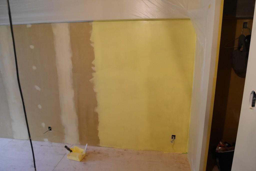 キッチンを黄色に塗る