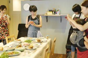 料理教室で写真撮影