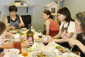 料理教室の食事風景2